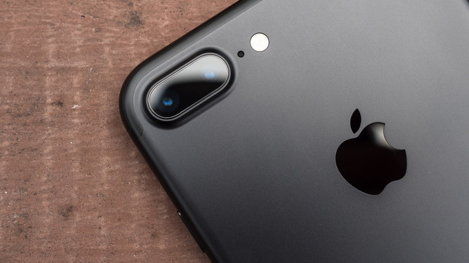 Opis: Apple iPhone 7 Plus Review